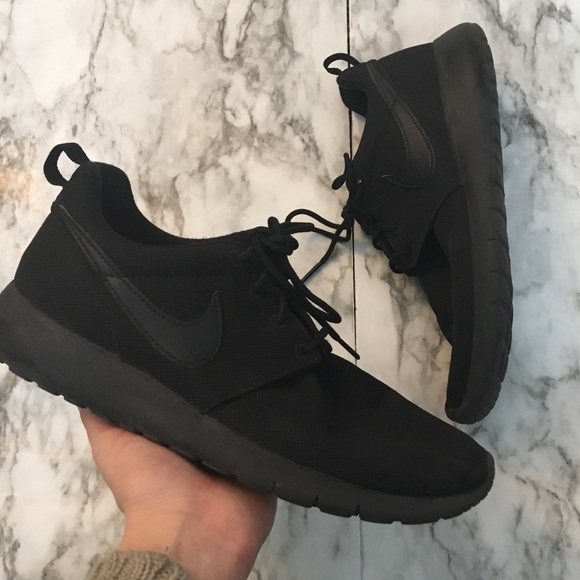 low priced bfd28 ec583 Nike Roshes All Black Sneakers 6.5 youth women s 8.  M 5c00abad534ef93779a14215